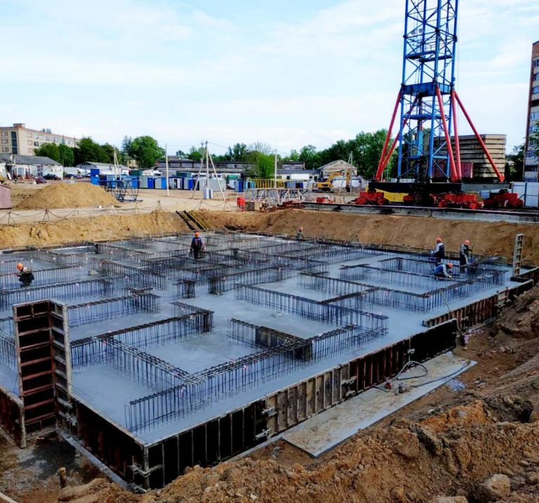 Заливка монолитной плиты фундамента дома 1.1 по генплану