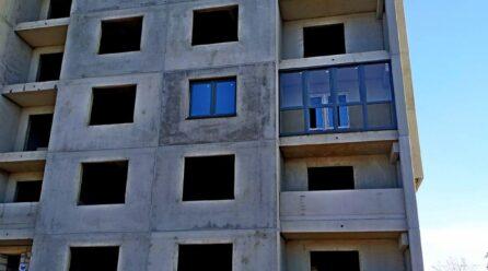 Дом 1.1. Монтаж первого окна