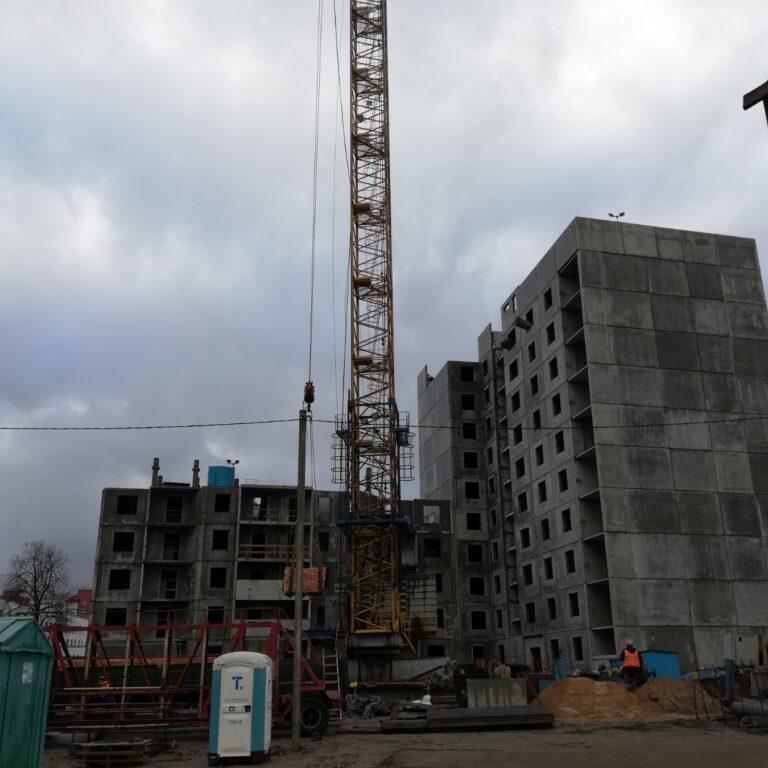 Дом 1.2 – начинается 6 этаж. Дом 1.3 – заканчиваются работы по возведению техэтажа.
